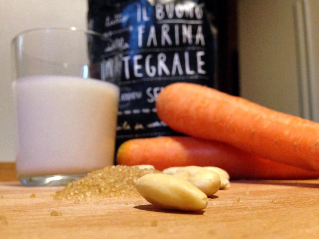 tortacarotemandorle_ingredienti
